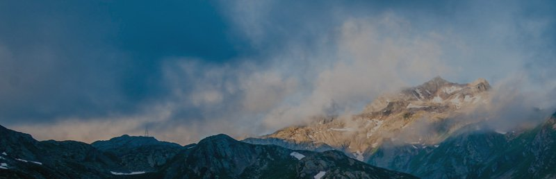 img_banner-thin_mountains